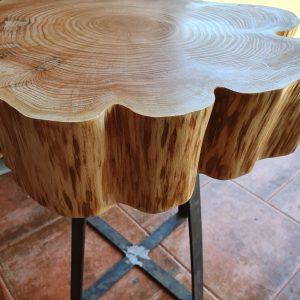 mesa auxiliar de madera de ciprés